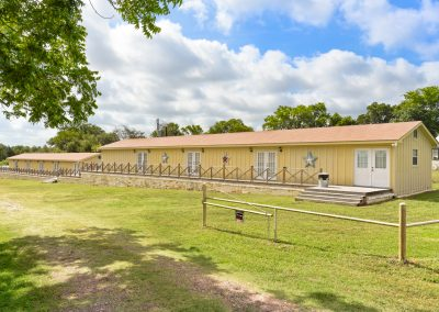 Suites Exterior  | Coyote Station Roundtop Texas