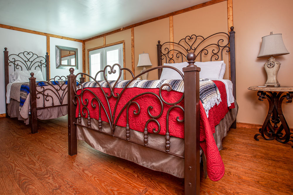 Suite 9 | 1 Queen & 1 Twin Bed | Sleeps 3