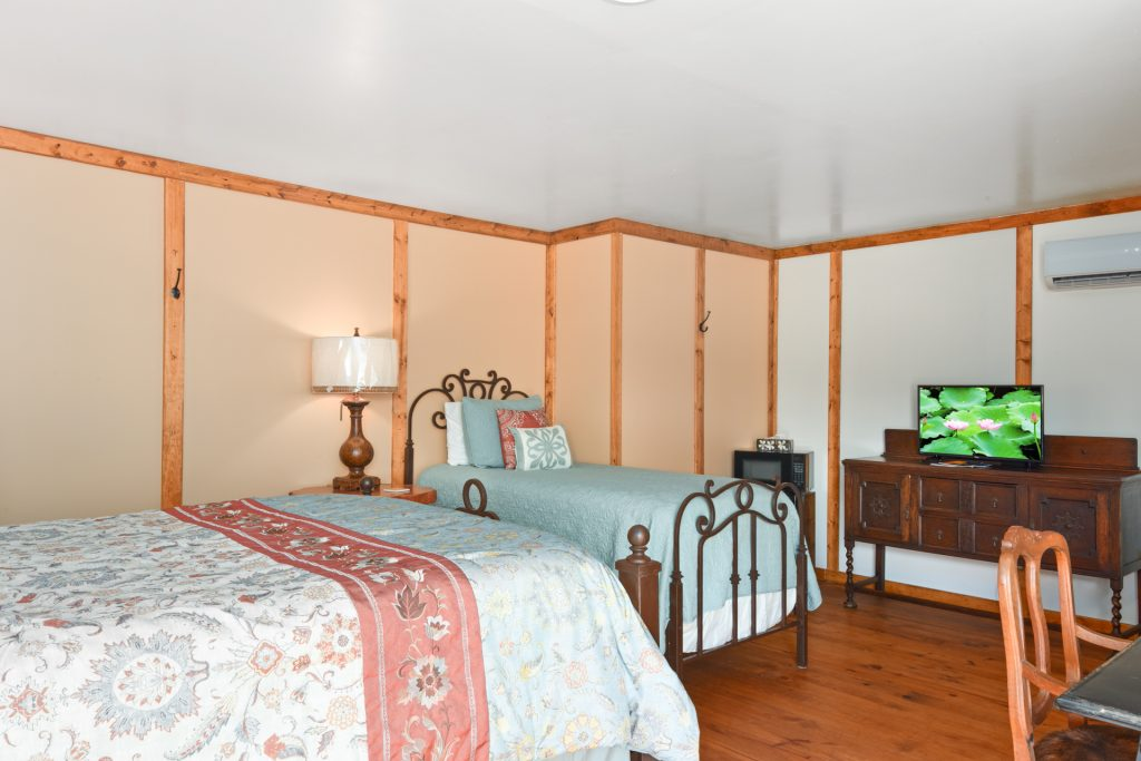 Suite 1 | Coyote Station Roundtop Texas