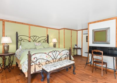 Suite 2 | Coyote Station Roundtop Texas