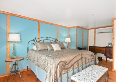 Suite 3 | Coyote Station Roundtop Texas