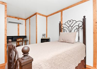 Suite 9 | Coyote Station Roundtop Texas